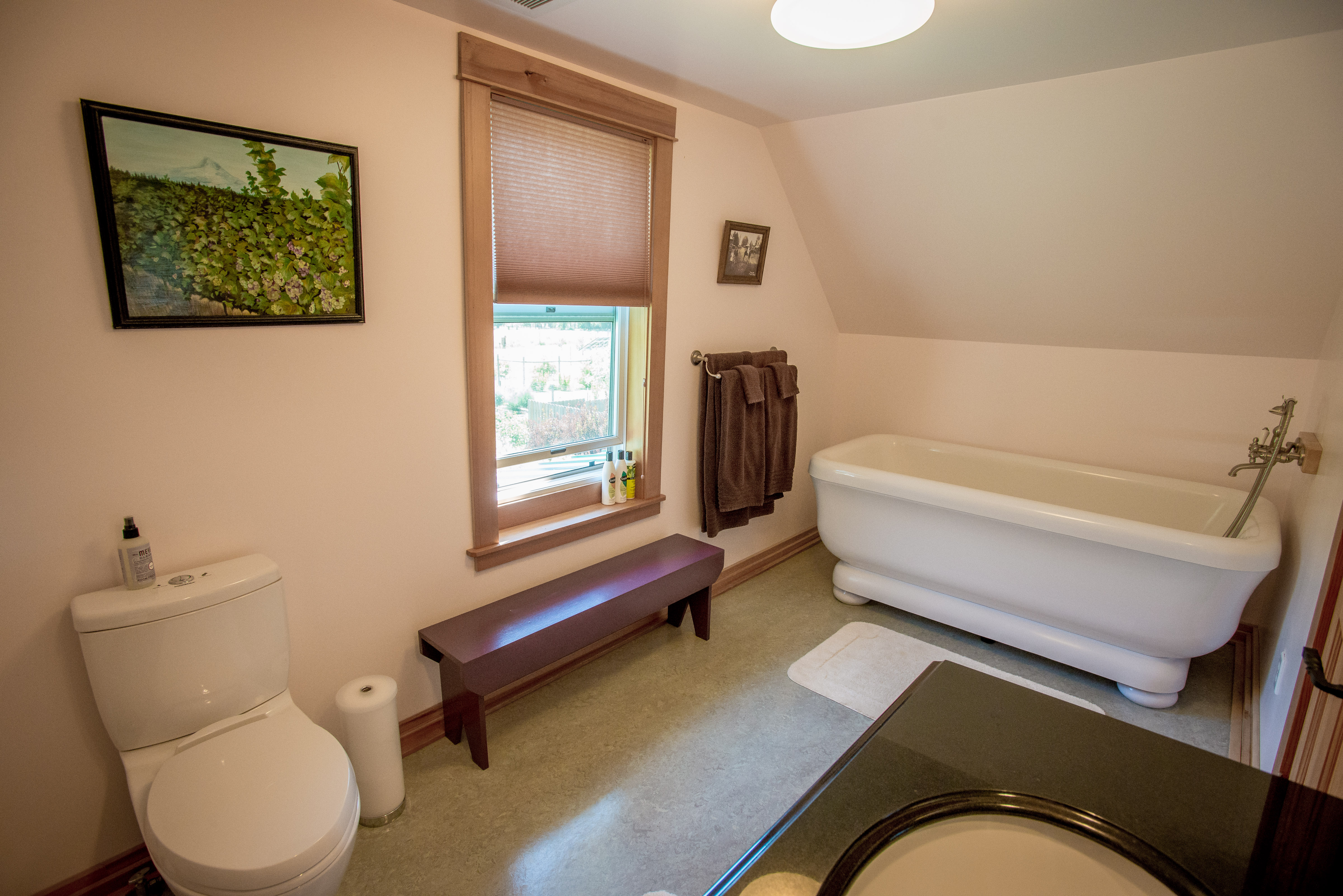 The Stoller Room\'s private bath with large soaking tub and hand ...